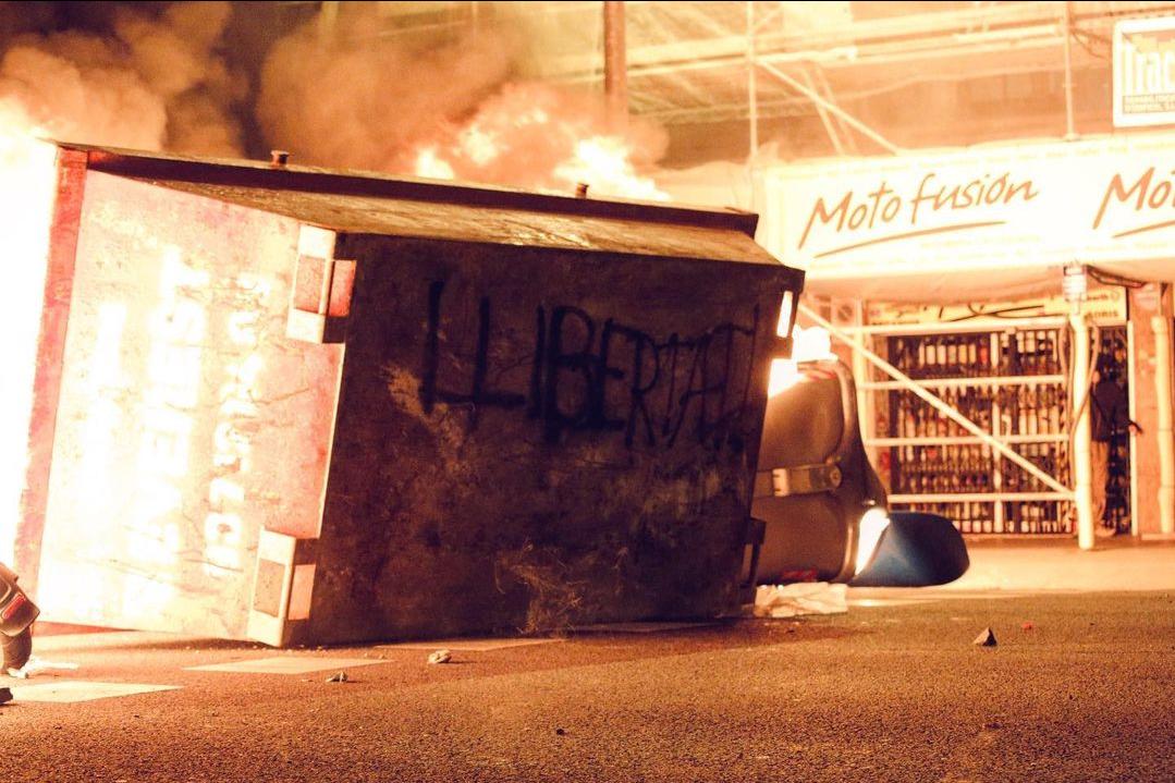 Tercera nit consecutiva de protestes arran de la detenció del raper Pablo Hasel. <br><br>18/02 - Barcelona
